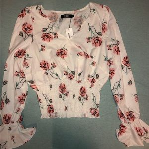 Tops - Super cute floral going out top!